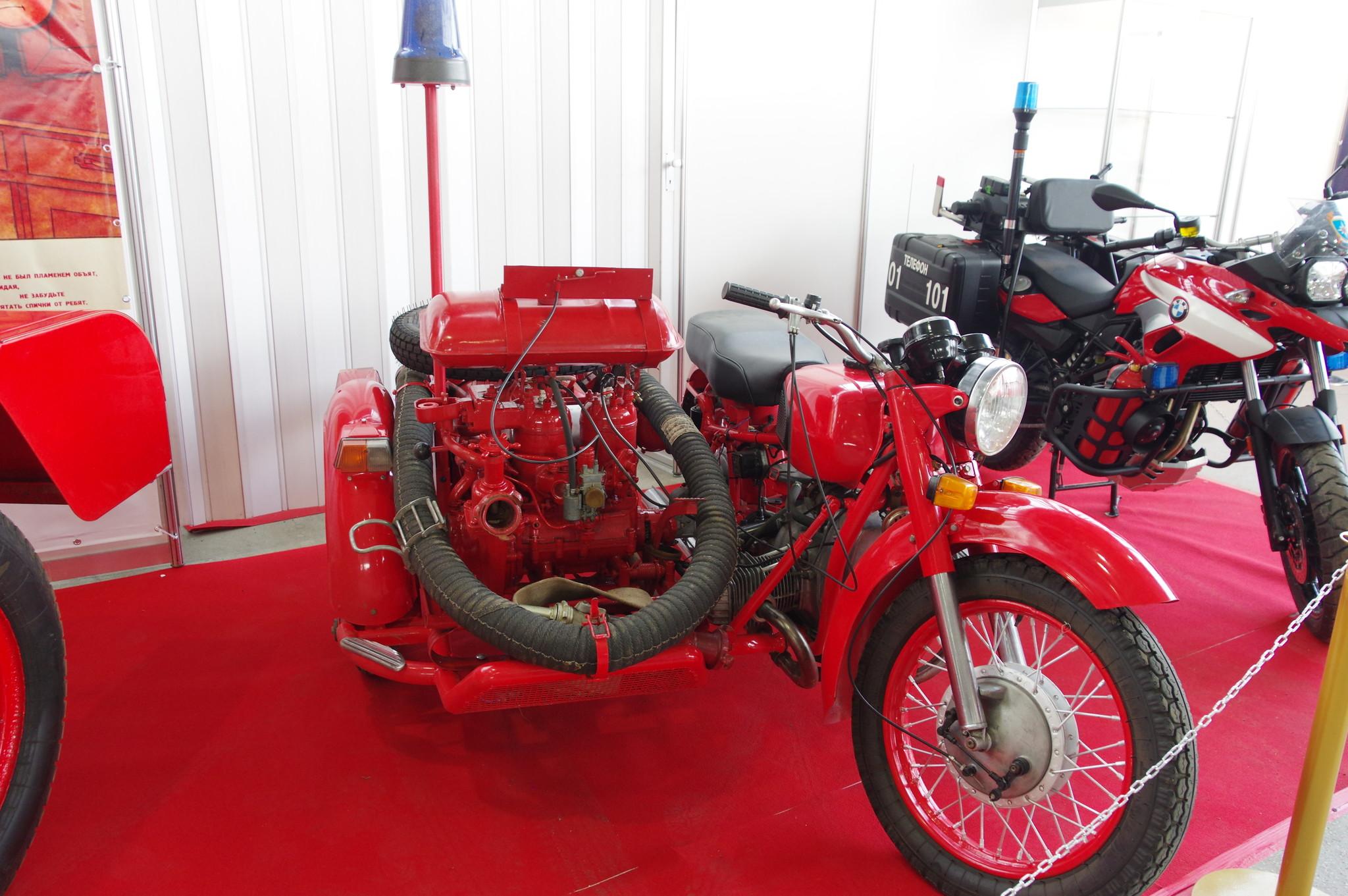 Тяжёлый мотоцикл с боковой коляской «Днепр» МТ-10-36. 1976 год
