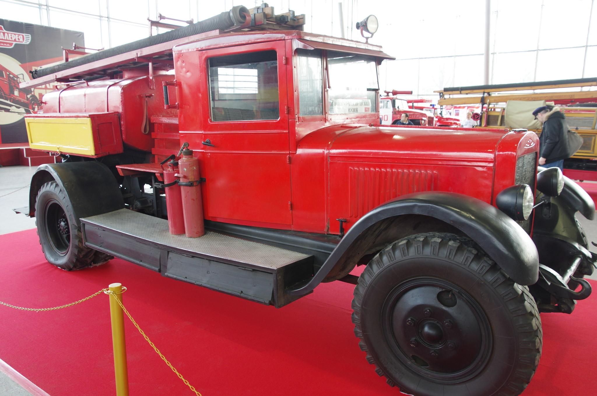 Первая советская пожарная автоцистерна ПМЗ-2 на шасси ЗИС-5. 1936 год