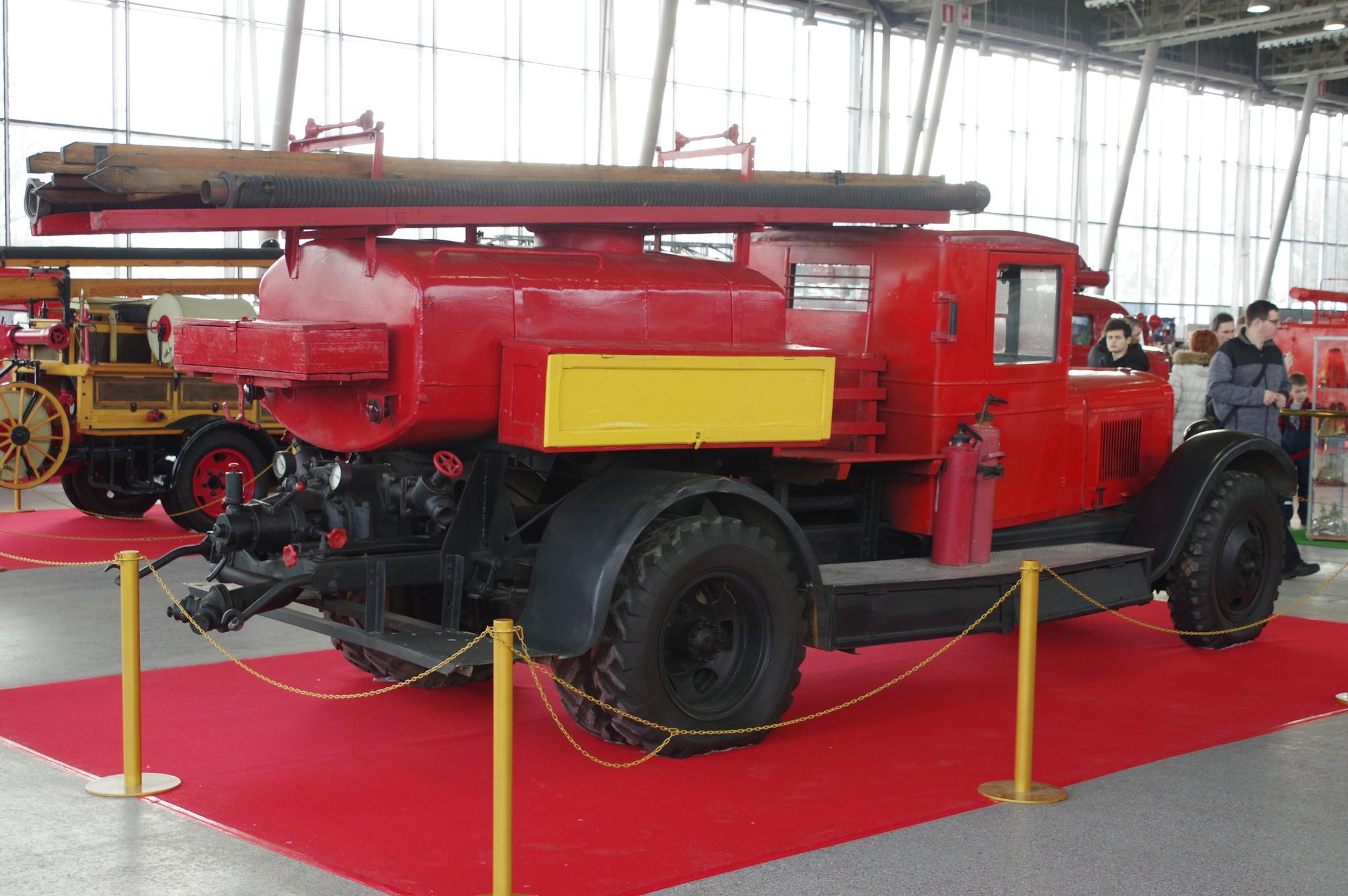 Пожарная автоцистерна ПМЗ-2 на шасси ЗИС-5. 1936 год