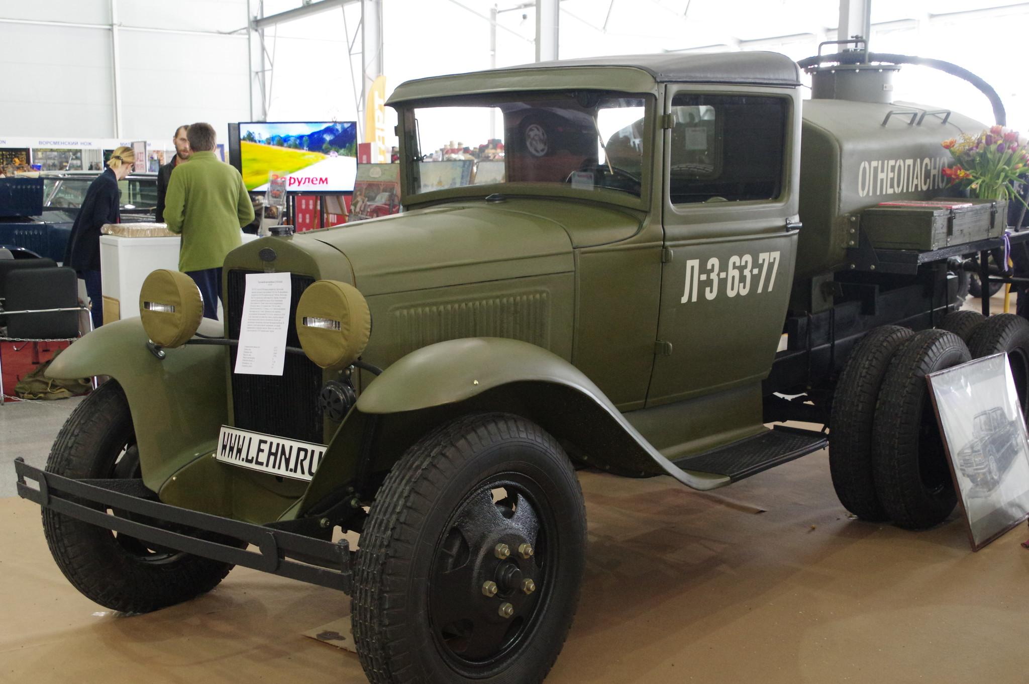 Заправщик на базе грузового автомобиля ГАЗ-ААА применялся в танковых частях