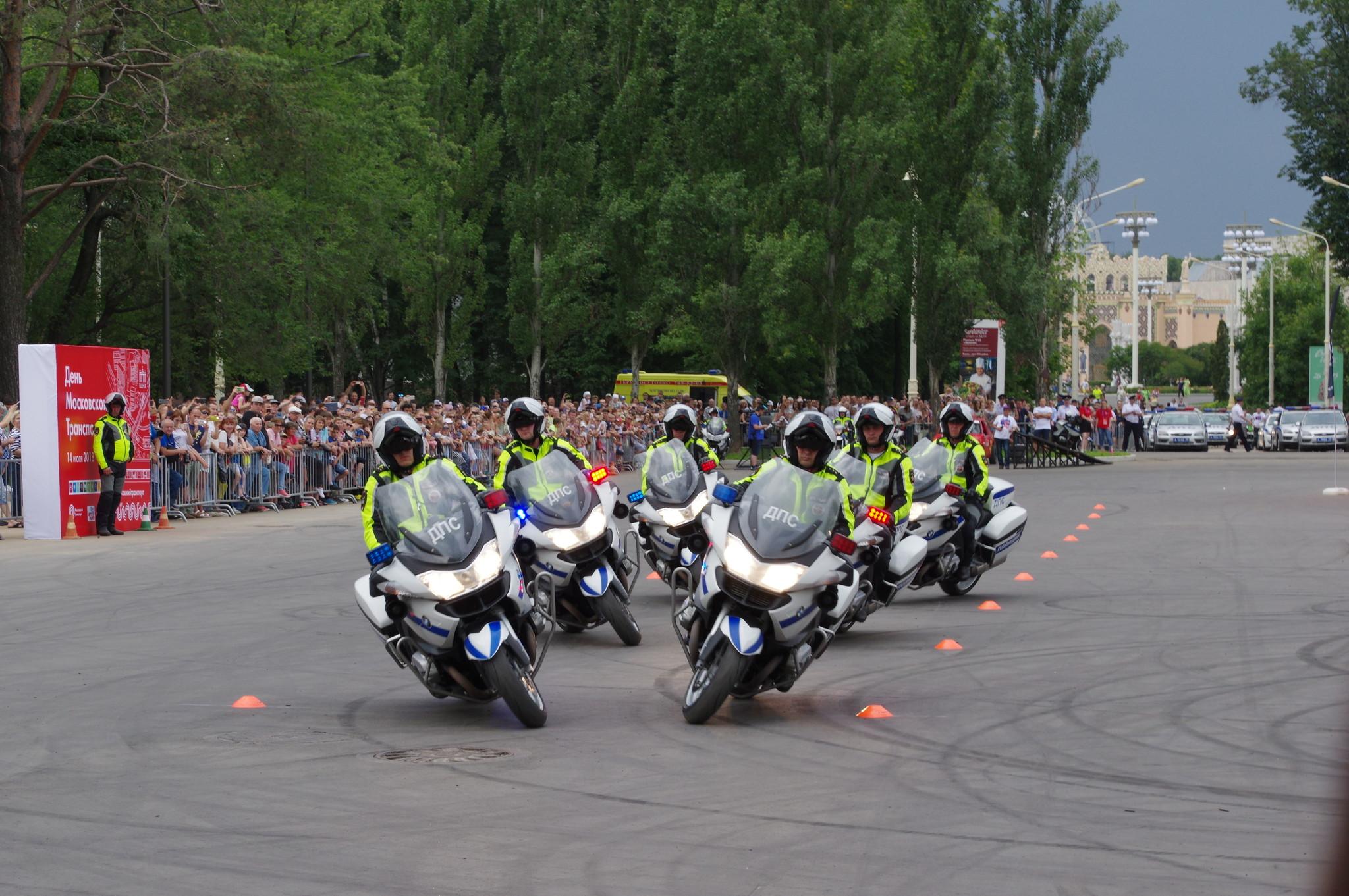 Пилотажная группа мотоциклистов «Каскад» столичного Управления ГИБДД