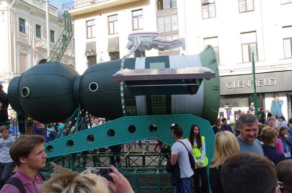 Макет космического корабля на Тверской улице