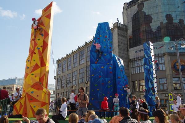 Скалодром в виде башен Москва-Сити на Тверской улице