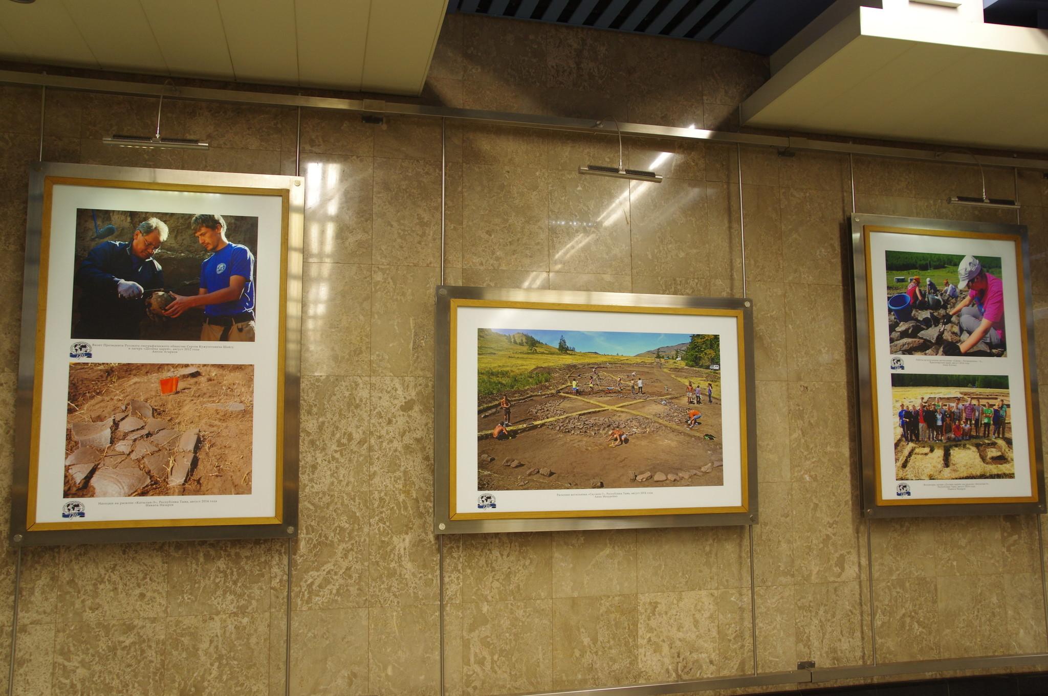Выставка в галерее «Метро» на станции «Выставочная» Московского метрополитена. Июнь 2015 г.