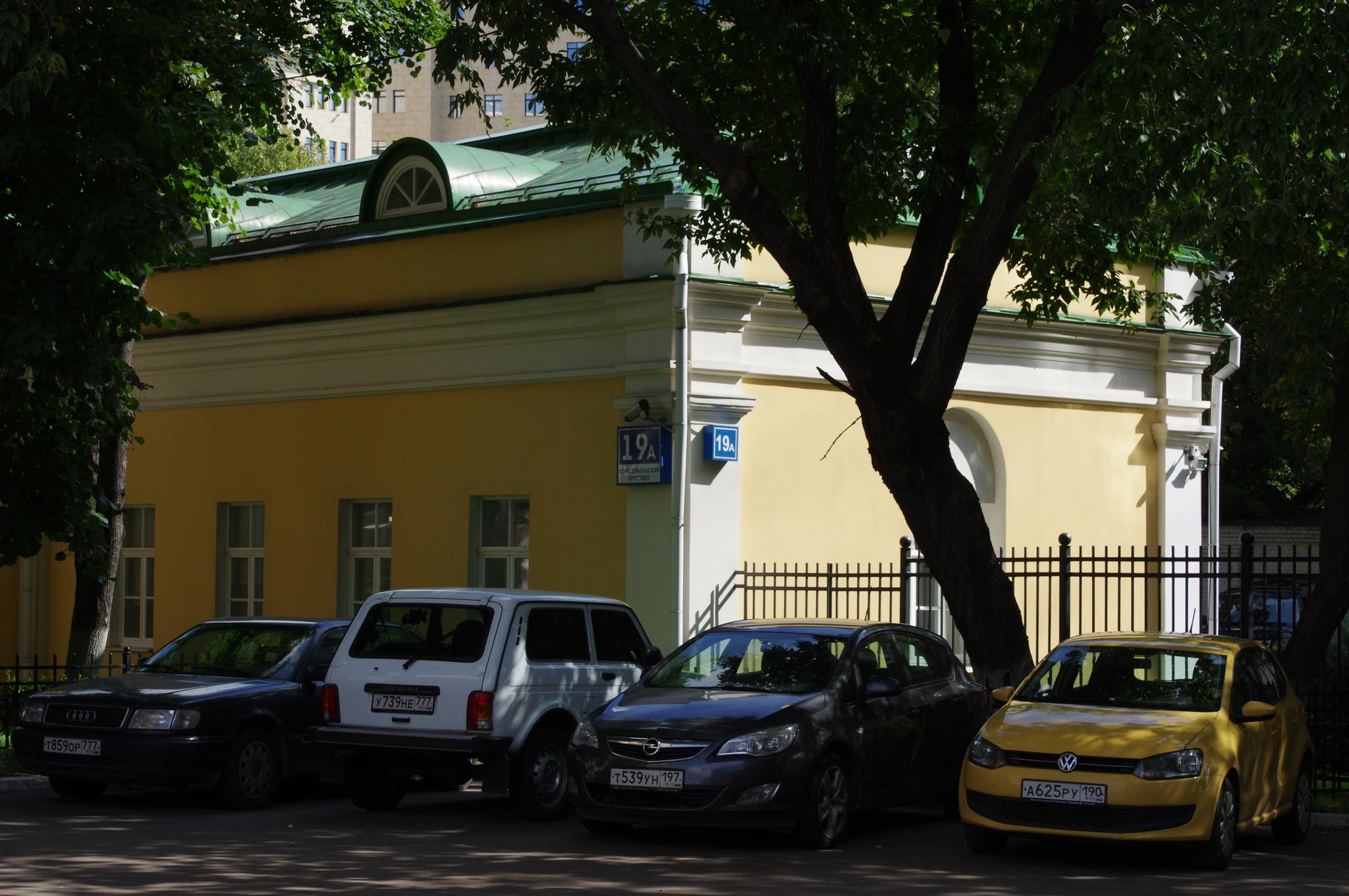 Гауптвахта. Здание построено в 1808 году (Комсомольский проспект, 19А)
