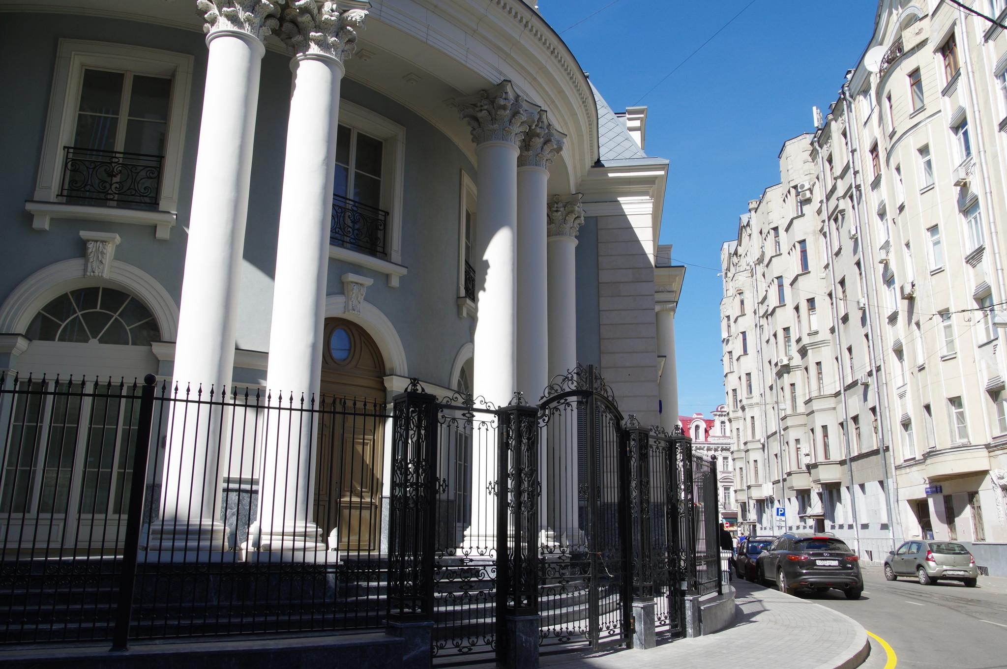Трёхэтажный особняк (Кривоарбатский переулок, дом 4, строение 4)