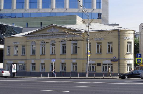 Жилой дом с лавками И.С. Золотарёвой – Финогеновых (Смоленская площадь, дом 8)