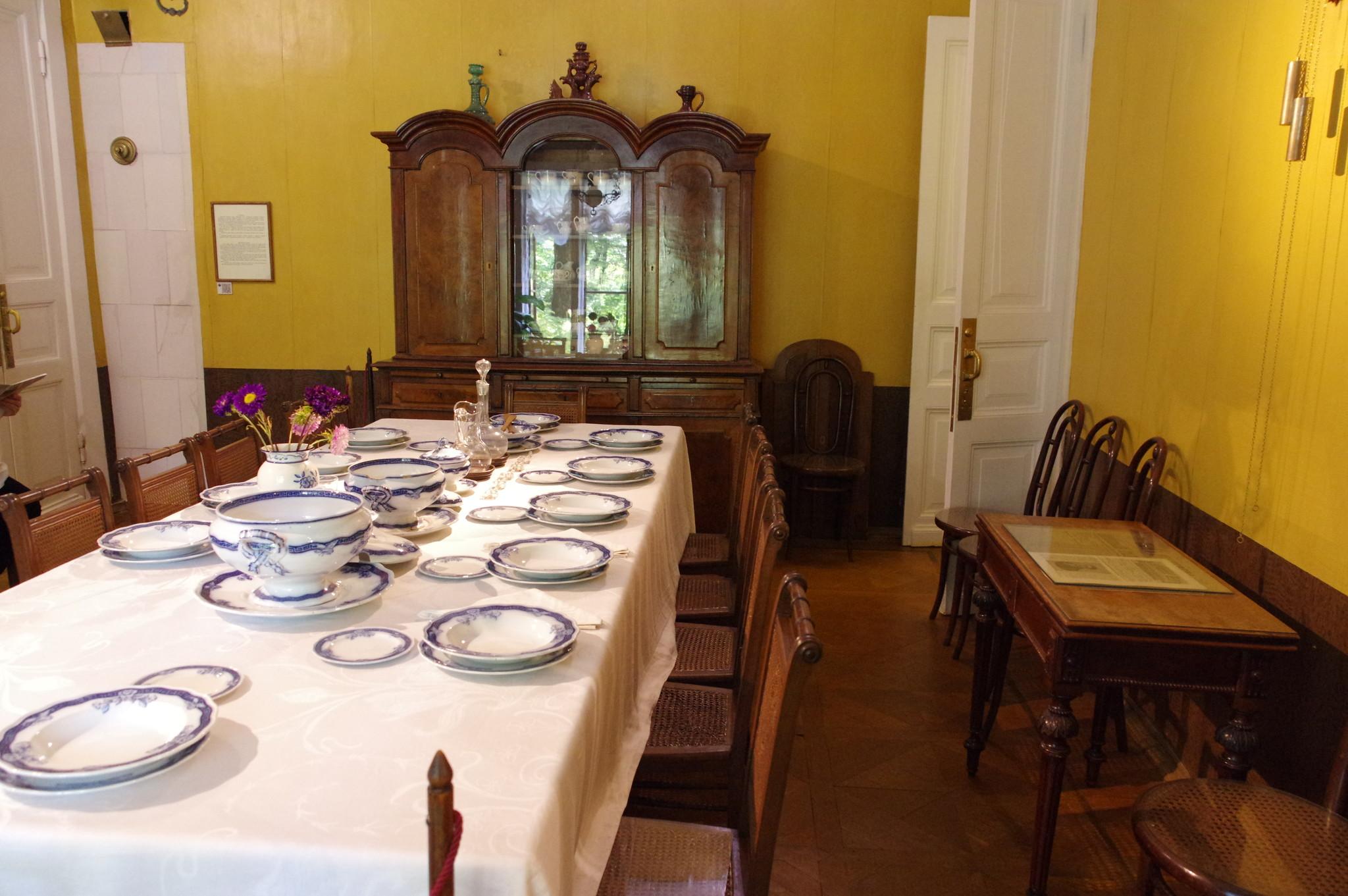 Мемориальный музей-усадьба Л.Н. Толстого «Хамовники» (улица Льва Толстого, дом 21)