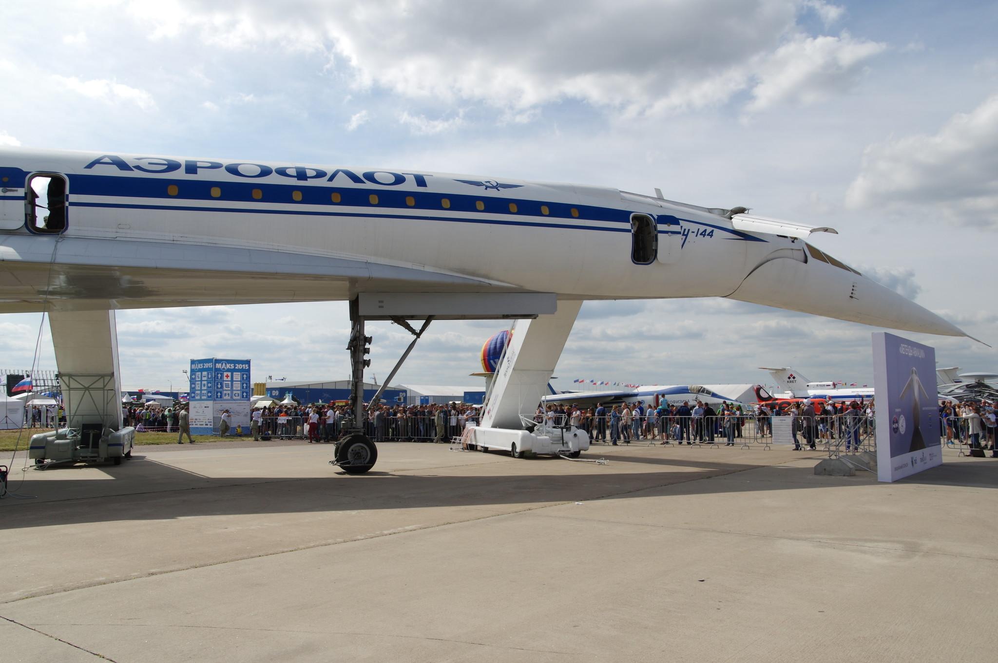 Ту-144 — сверхзвуковой пассажирский самолёт, разработанный КБ Туполева в 1960-е годы