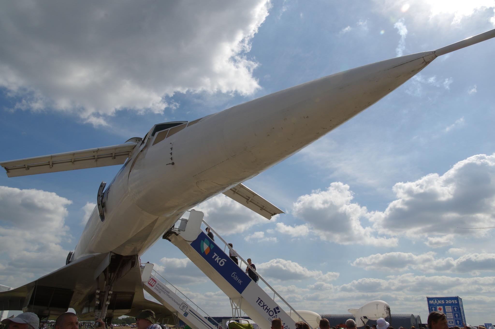 Ту-144 является первым и одним из двух в мире типов сверхзвуковых авиалайнеров, которые использовались авиакомпаниями для коммерческих перевозок