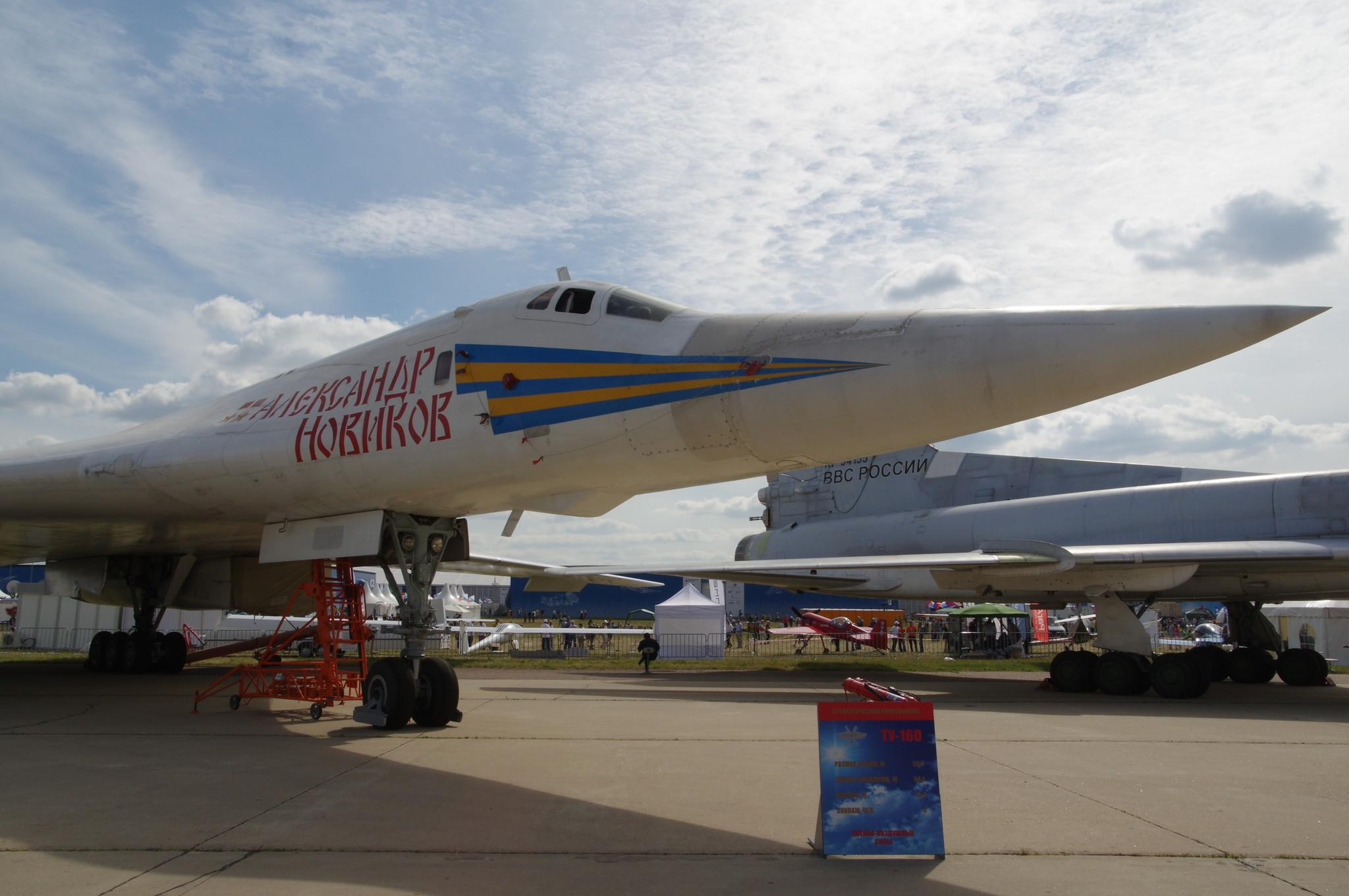 Большинство стратегических ракетоносцев Ту-160 имеют собственные имена. «Александр Новиков» - бортовой номер самолёта 12