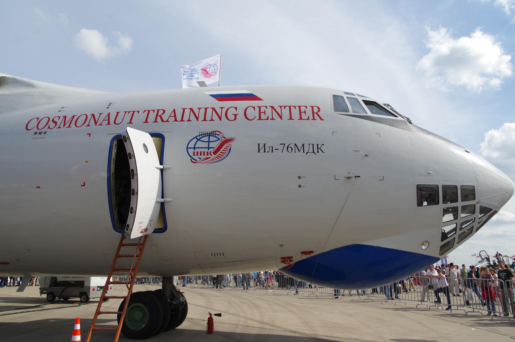 На борту Ил-76МДК во время полёта искусственно создаётся невесомость - такая же, как на МКС