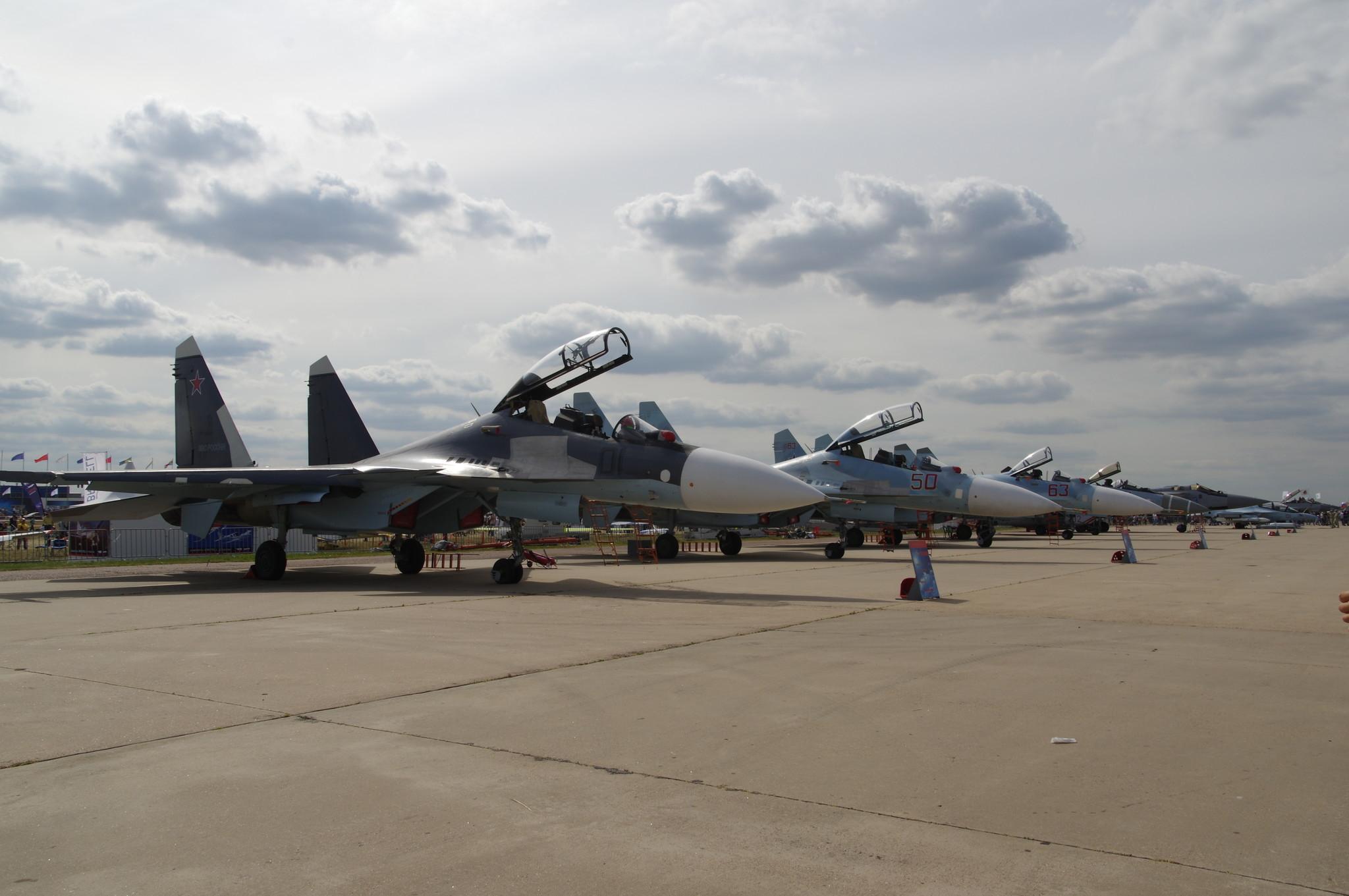 Многоцелевой сверхманевренный истребитель Су-30СМ