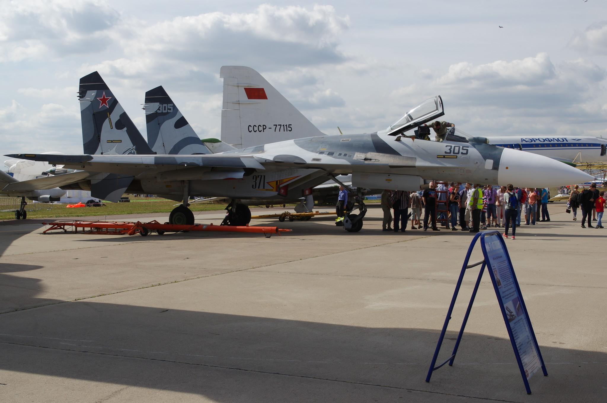 Многоцелевой всепогодный истребитель четвёртого поколения Су-27