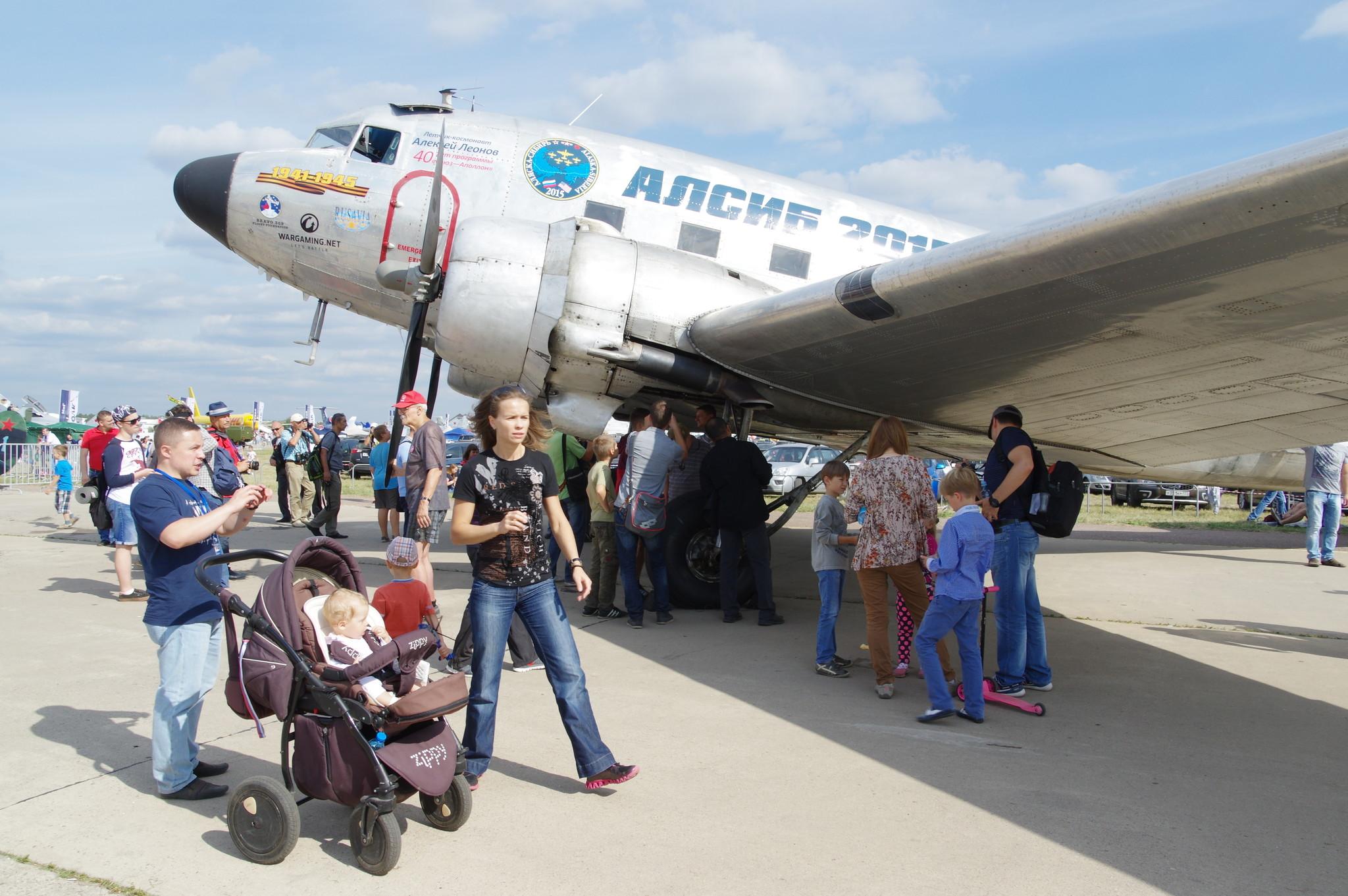 Военно-транспортный самолёт Дуглас C-47 «Лётчик-космонавт Алексей Леонов»