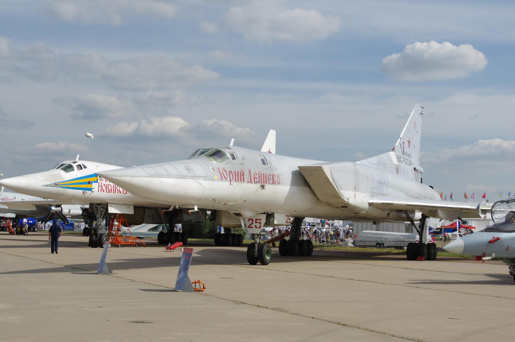 Самолёты Ту-22М3 и Ту-160 Дальней авиации ВВС России