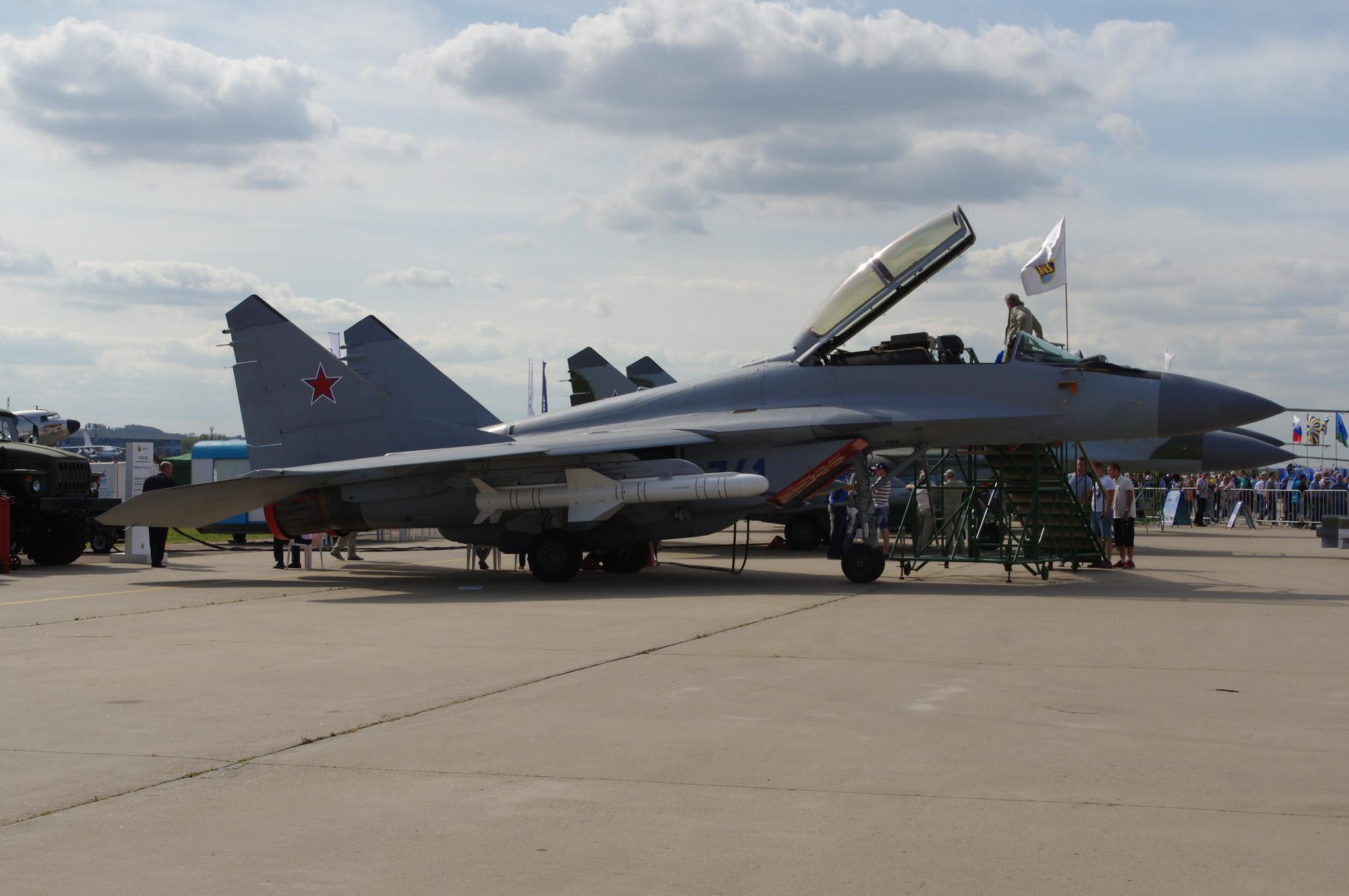 Лёгкий многофункциональный истребитель МиГ-35