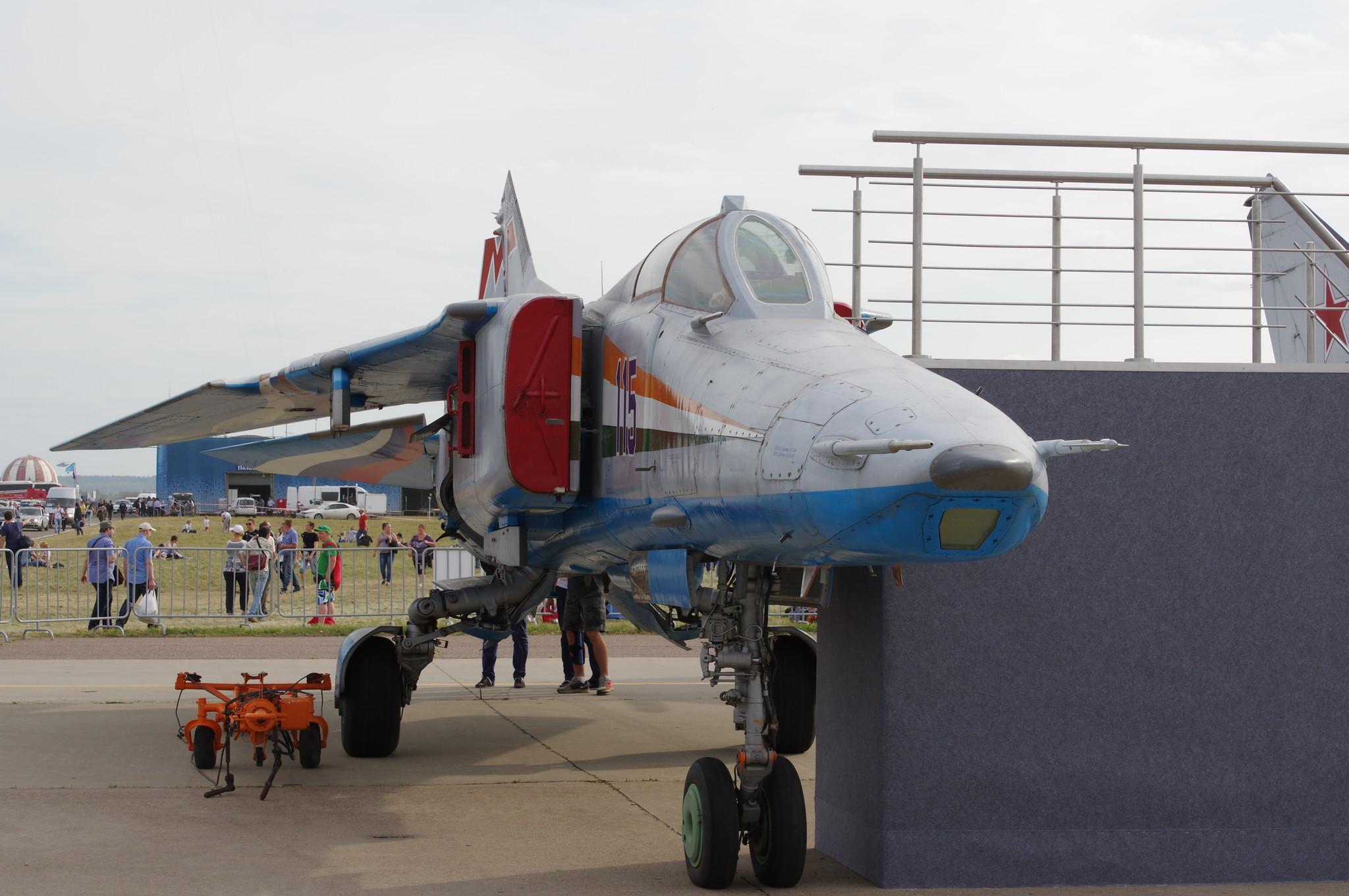 Сверхзвуковой истребитель-бомбардировщик МиГ-27М