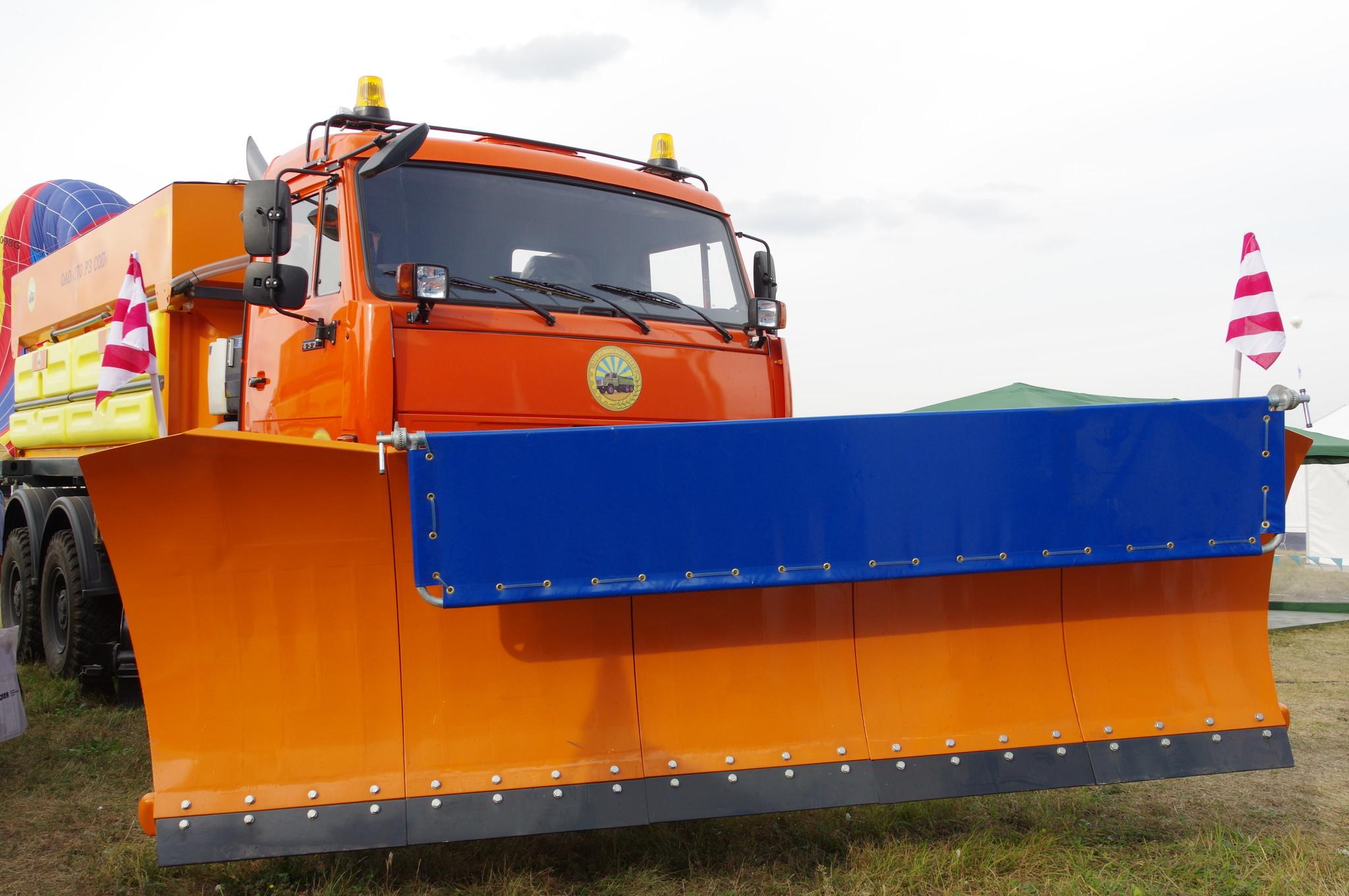 Аэродромная комбинированная уборочная машина АКУМ-9 РЗ. Шасси КАМАЗ-6522 6х6 (полноприводное)