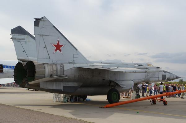 Сверхзвуковой высотный истребитель-перехватчик 3-го поколения МиГ-25