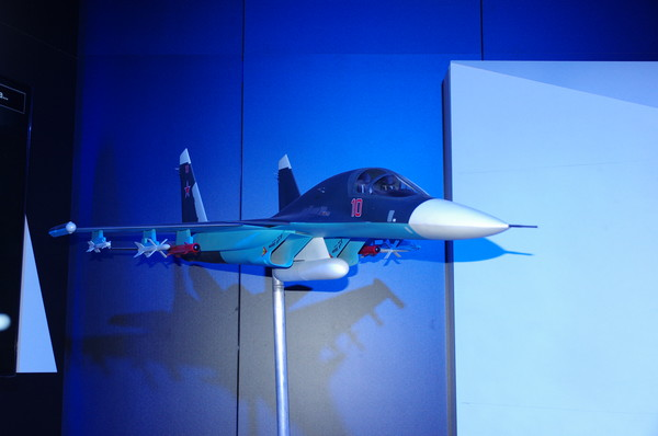 Модель фронтового бомбардировщика Су-34