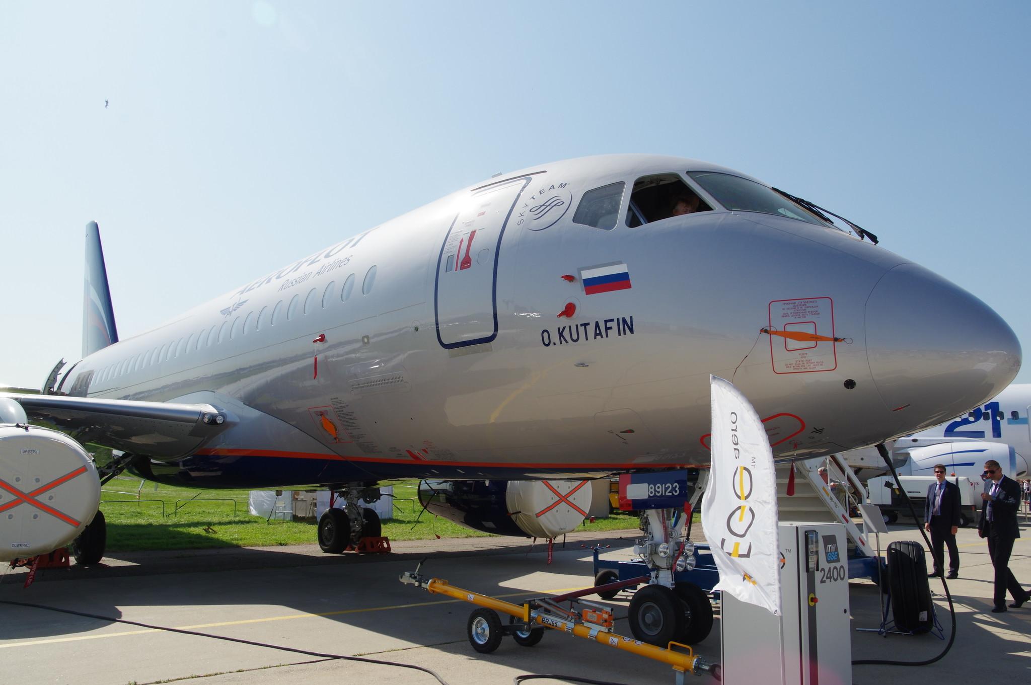 Ближнемагистральный узкофюзеляжный пассажирский самолёт Sukhoi Superjet 100