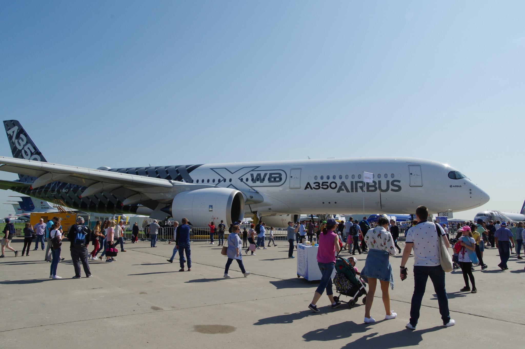Самолёт Airbus A350-900