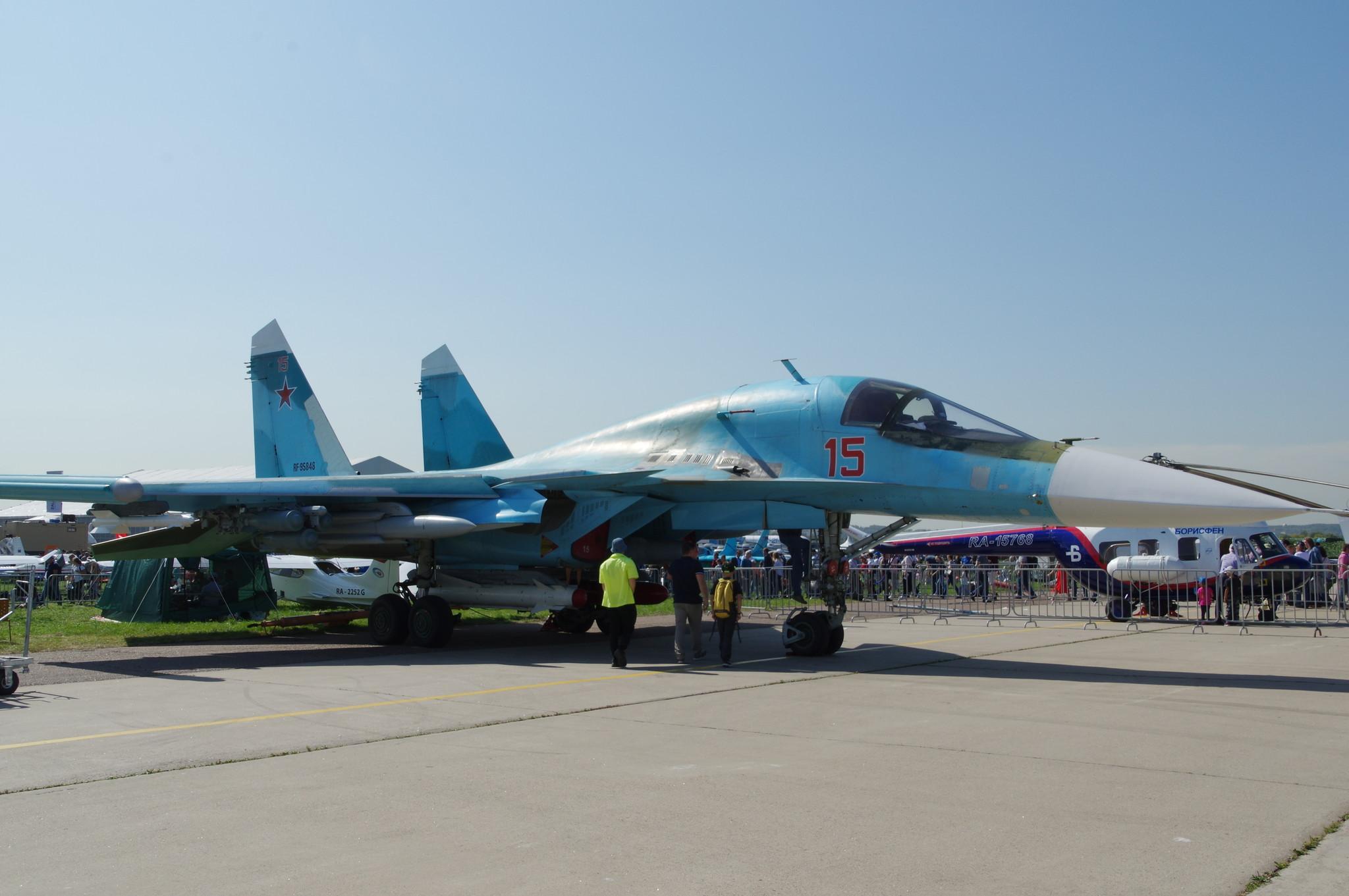 Двухместный многофункциональный истребитель-бомбардировщик Су-32 (экспортное обозначение Су-34)