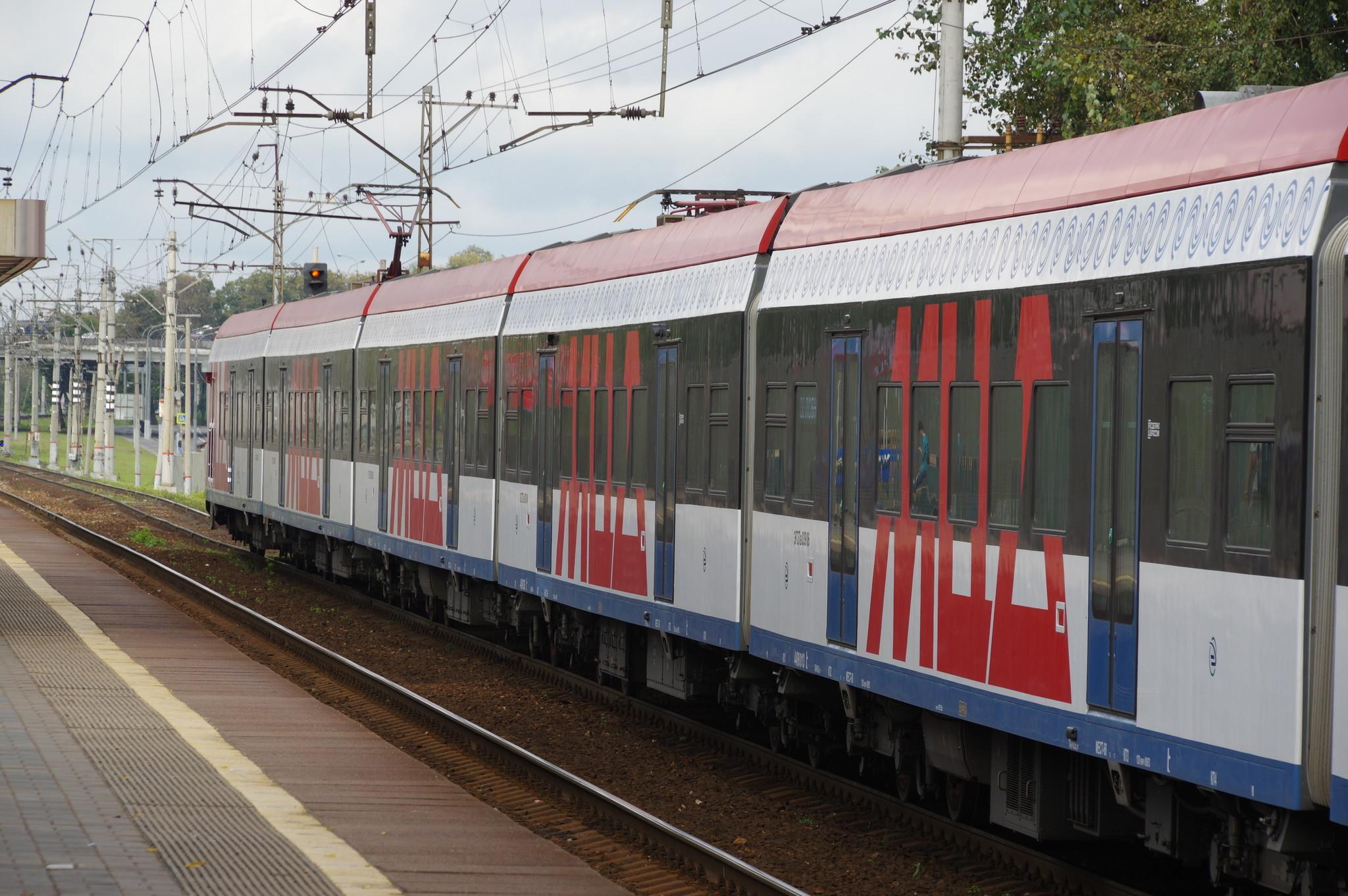 Электропоезд ЭГ2Тв «Иволга» на станции «Лианозово» линии МЦД-1
