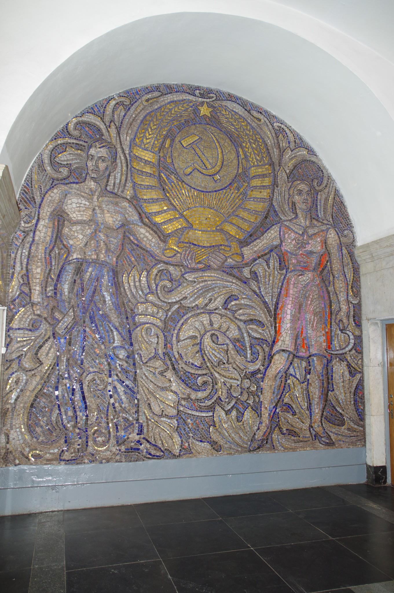 Мозаика в торце зала на станции «Павелецкая» Кольцевой линии Московского метрополитена