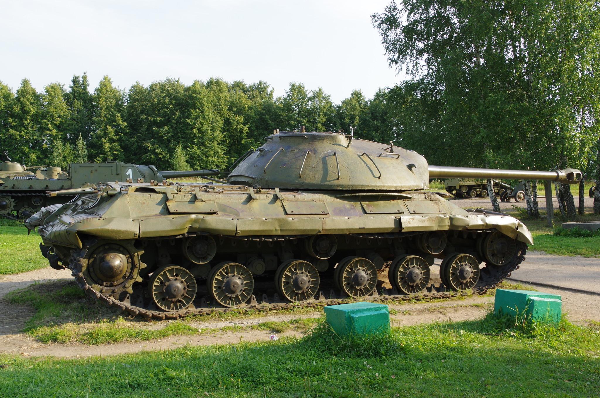 Тяжёлый танк ИС-3 (Ленино-Снегиревский военно-исторический музей)