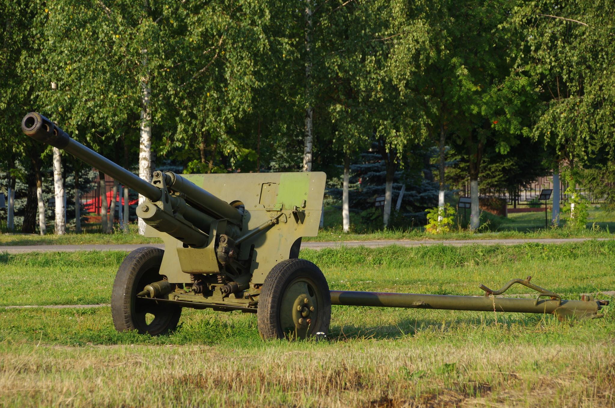 76-мм дивизионная противотанковая пушка ЗИС-3 (Ленино-Снегирёвский военно-исторический музей)