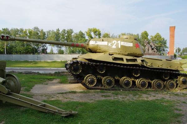 Тяжёлый танк ИС-2М. Ленино-Снегирёвский военно-исторический музей