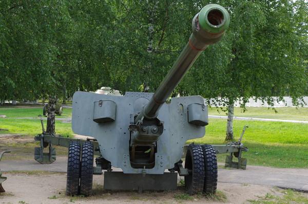 100-мм полевая пушка образца 1944 года (БС-3). Ленино-Снегиревский военно-исторический музей