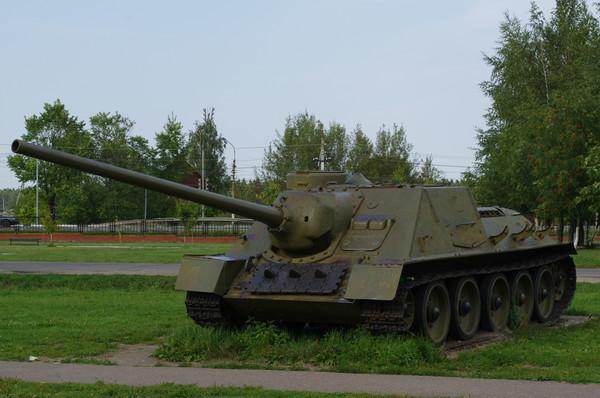 Самоходная артиллерийская установка СУ-100 в экспозиции Ленино-Снегирёвского военно-исторического музея