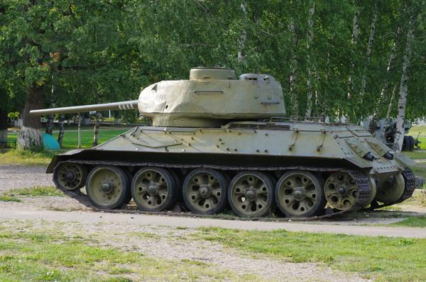 Средний танк Т-34-85 (Ленино-Снегиревский военно-исторический музей)