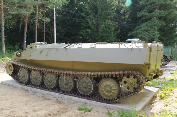 Многоцелевой транспортёр (тягач) лёгкий бронированный МТ-ЛБ в экспозиции Ленино-Снегирёвского военно-исторического музея