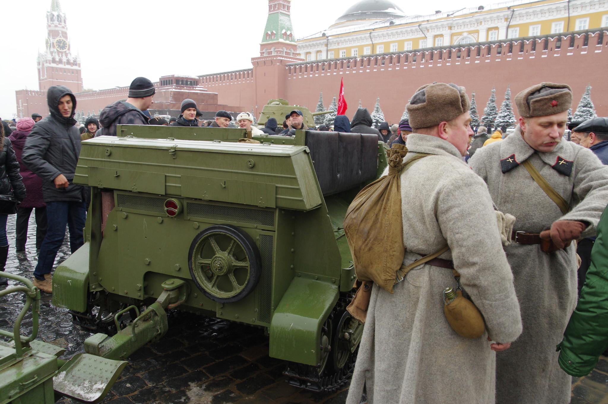 Быстроходный бронированный гусеничный тягач «Комсомолец» Т-20