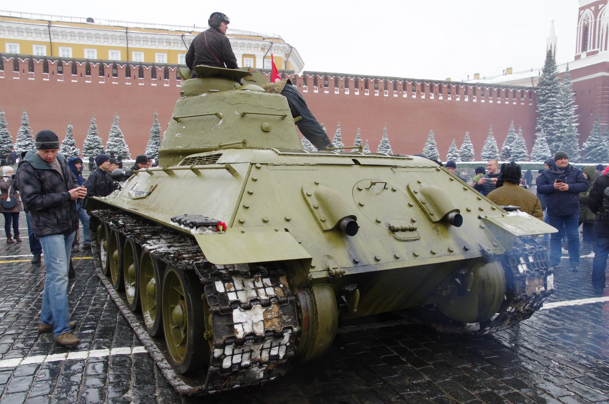 Средний танк Т-34-76 на Красной площади