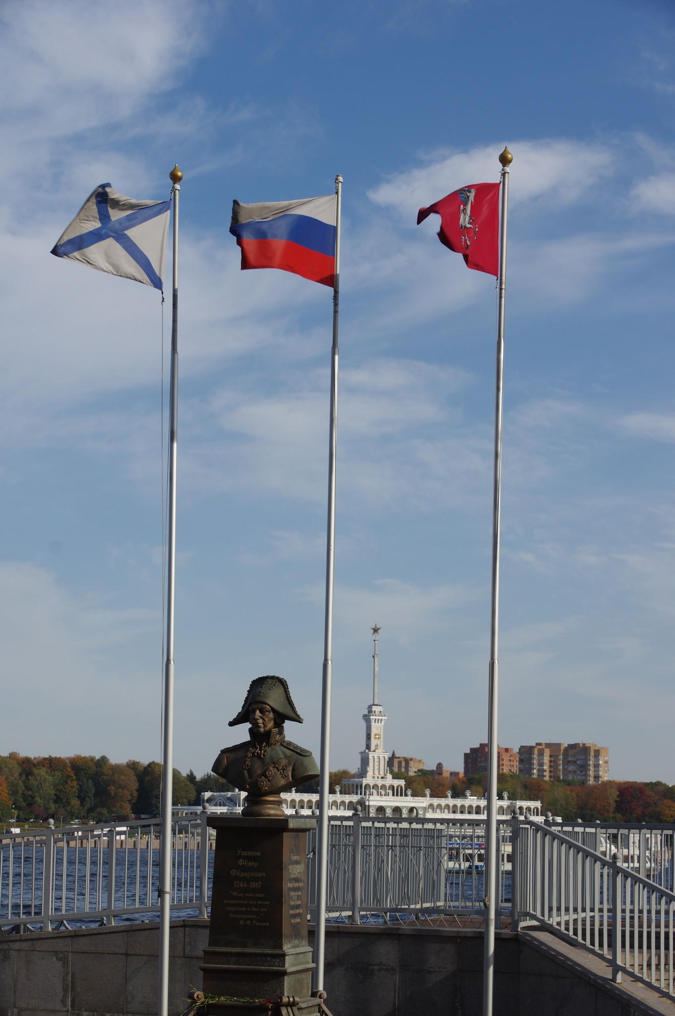 Памятник адмиралу Ф.Ф. Ушакову установлен в 2014 году на территории Музея истории Военно-морского флота в парке «Северное Тушино»