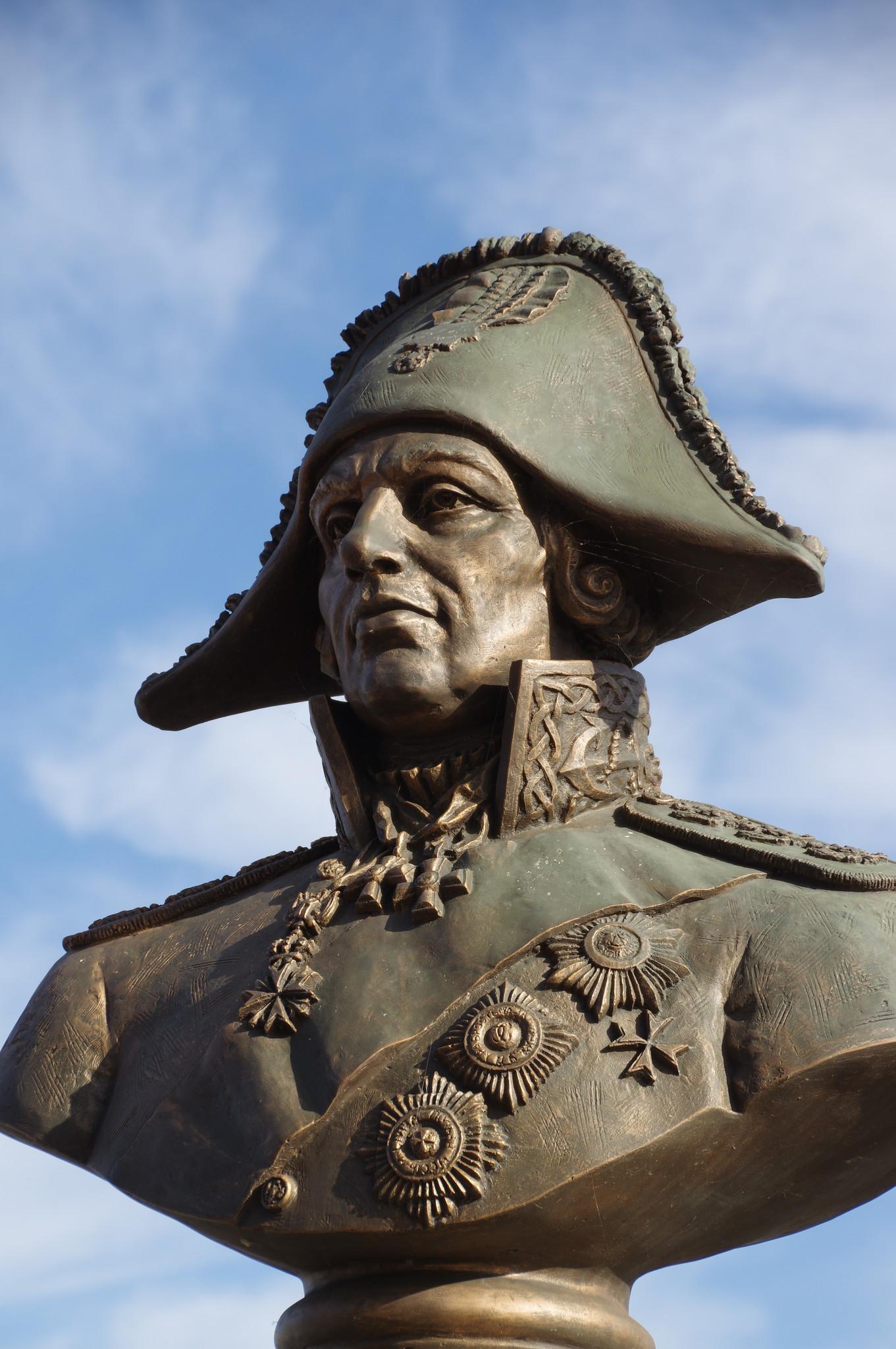 Памятник адмиралу Ф.Ф. Ушакову в Музее истории Военно-морского флота в парке «Северное Тушино»