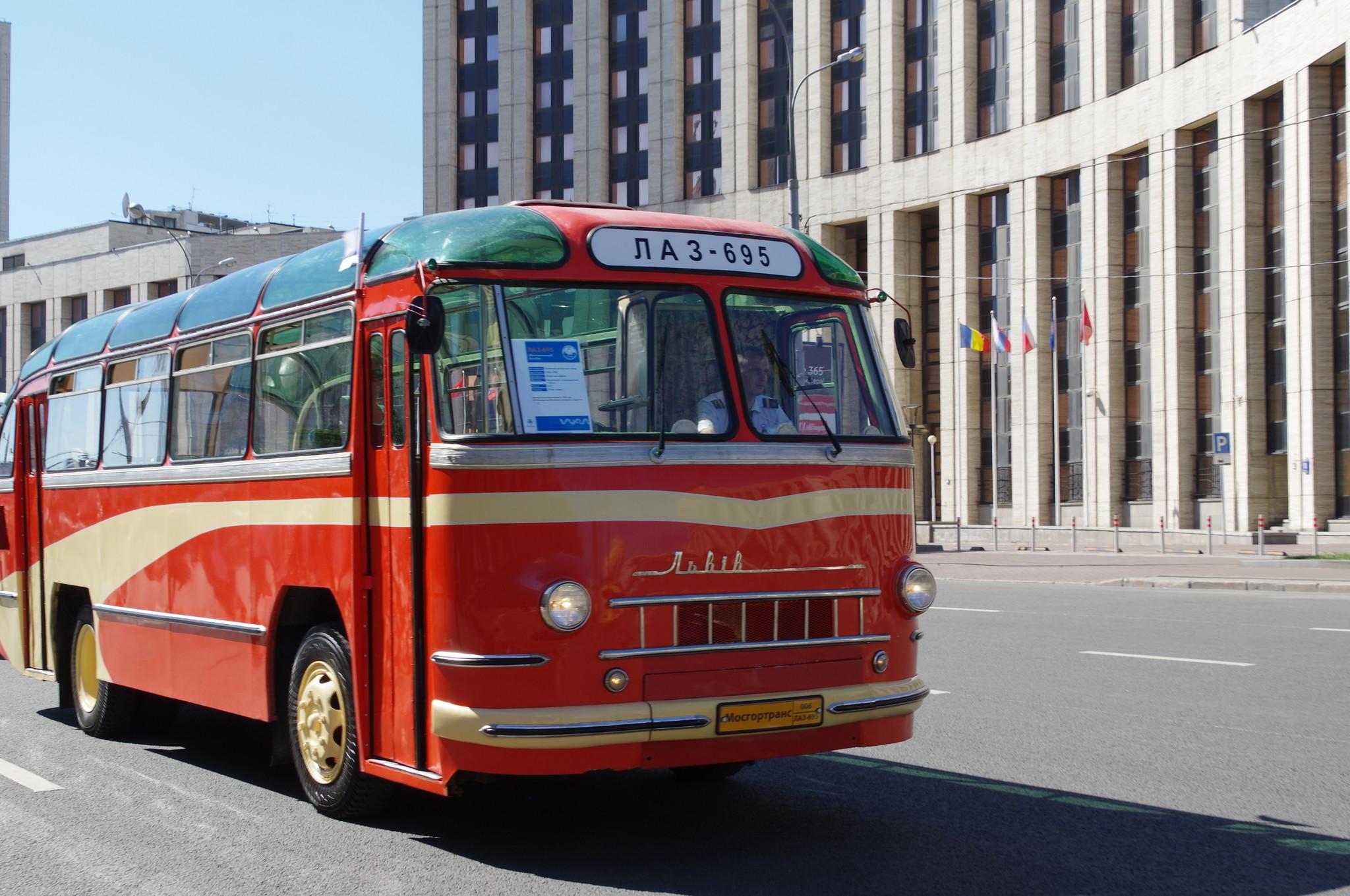 Фестивальный автобус ЛАЗ-695
