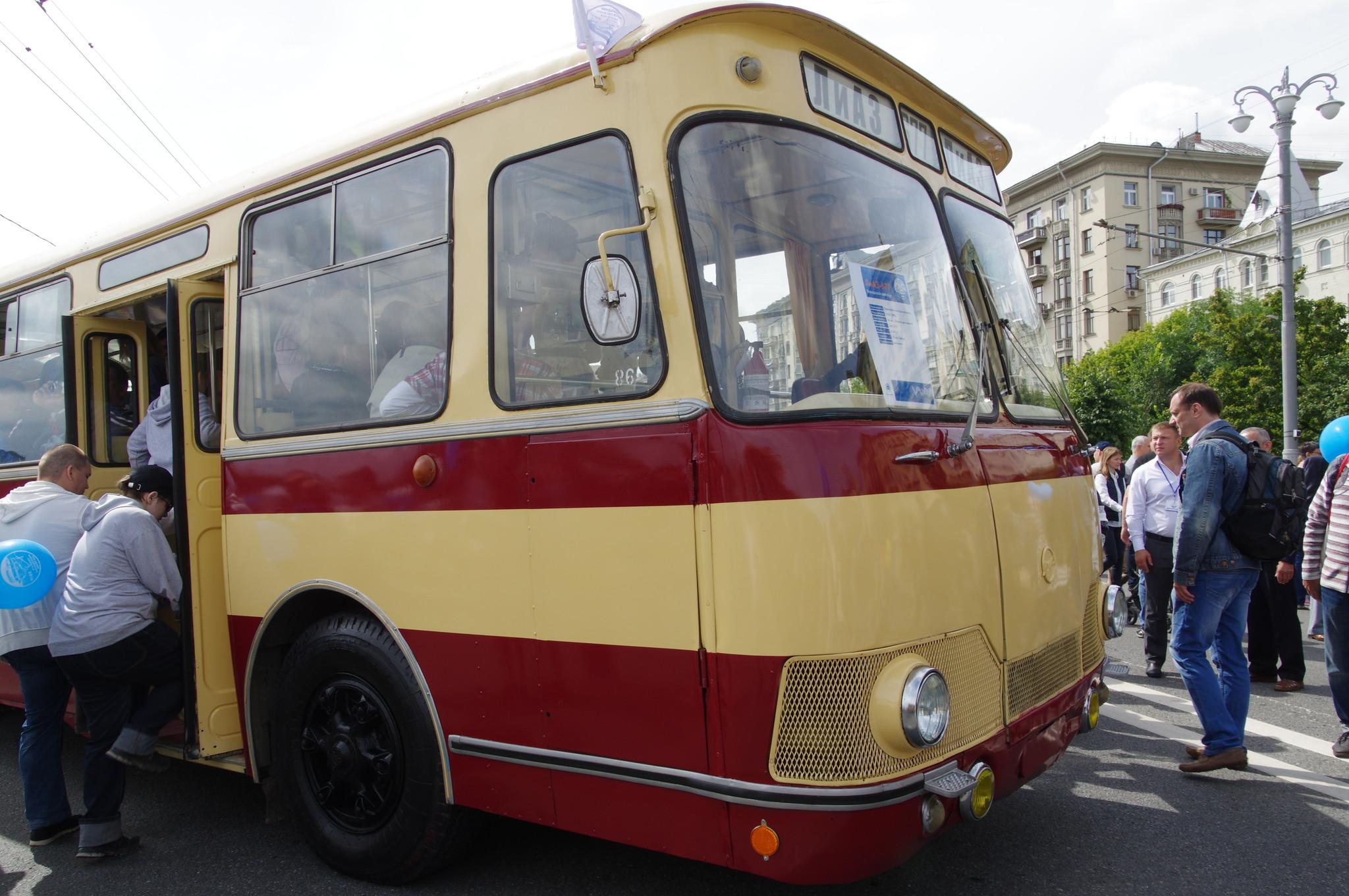 Городской автобус ЛиАЗ-677
