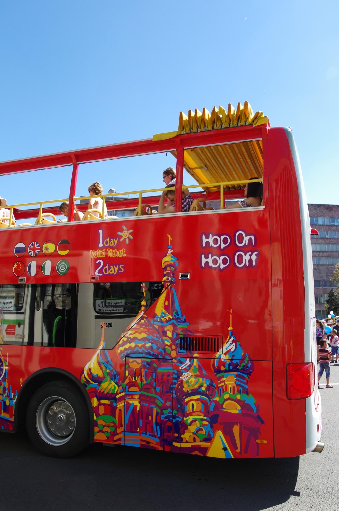 Красный двухэтажный автобус
