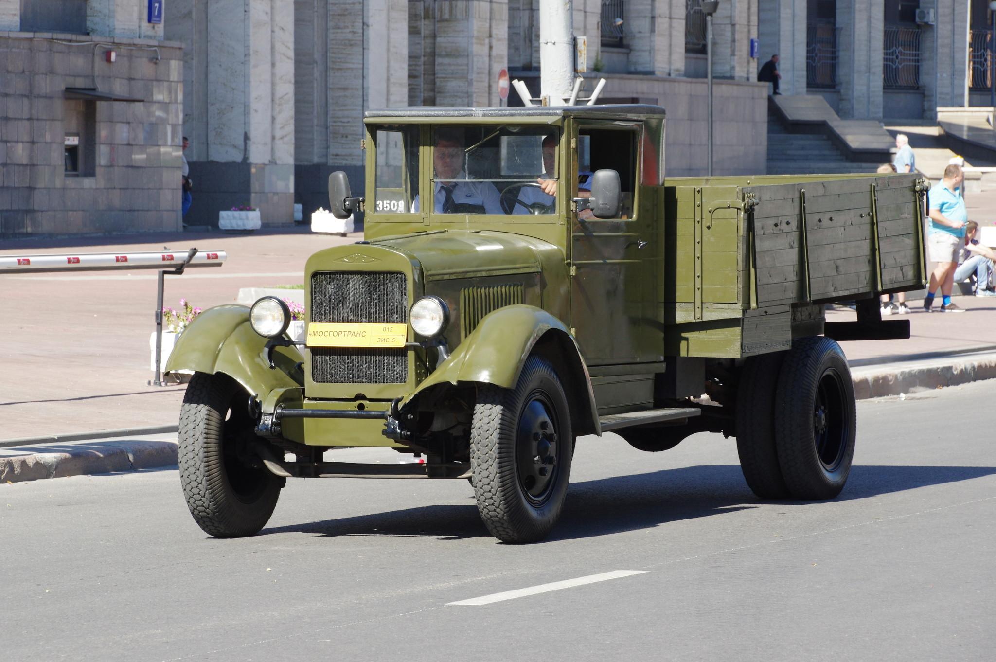 Грузовой автомобиль ЗИС-5 («трёхтонка»)