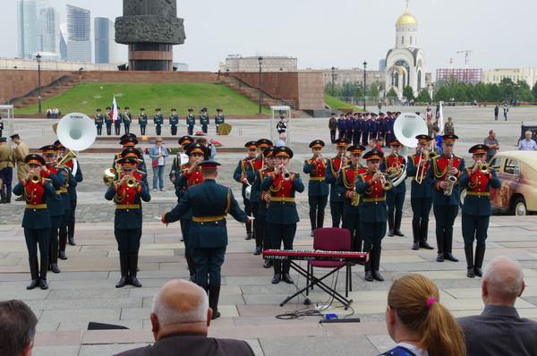 Военный оркестр у Центрального музея Великой Отечественной войны 1941-1945 годов