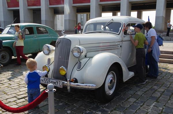 Парад автомобилей «Победа»
