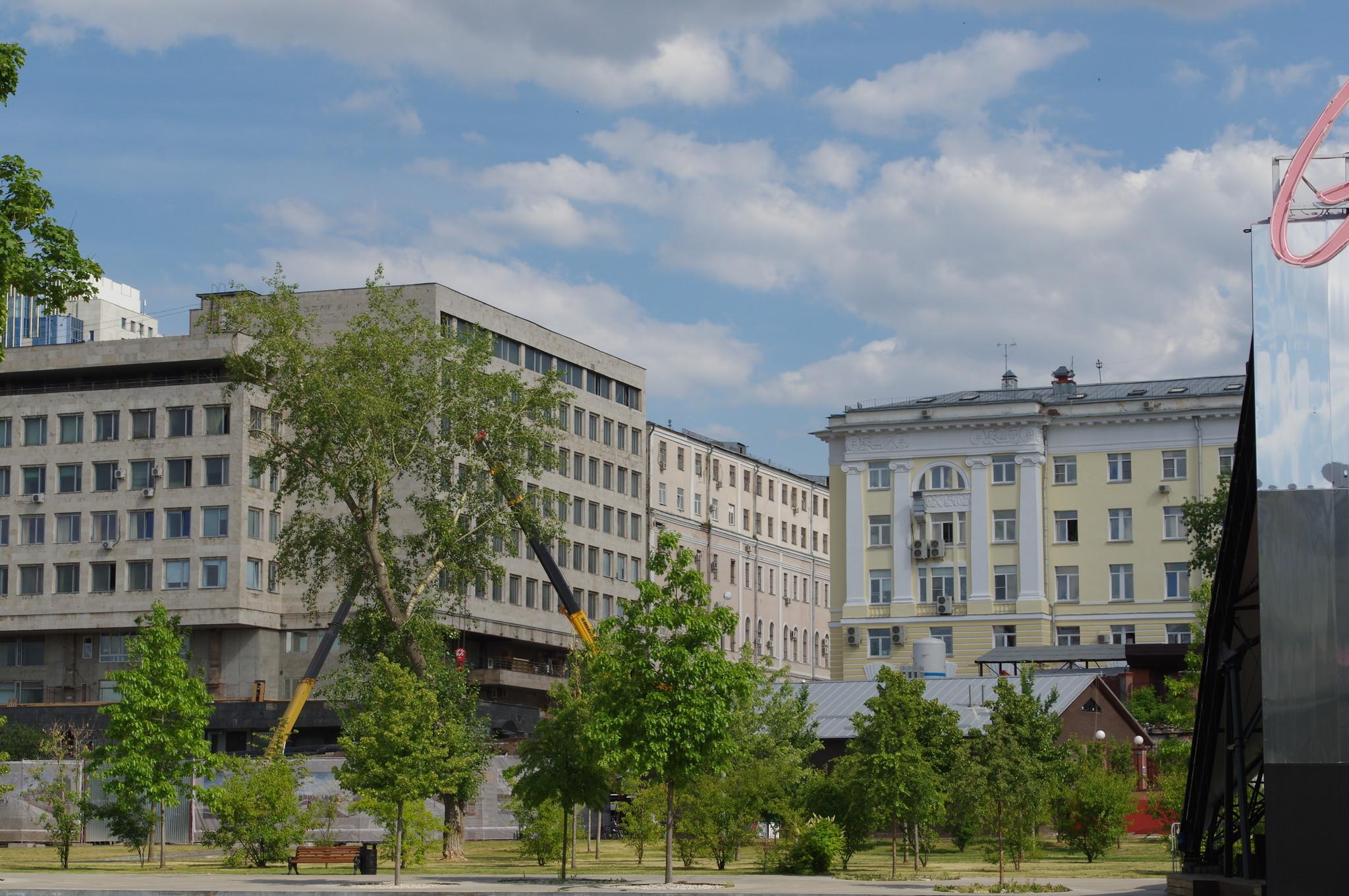 Строительство исторического входа в Парк Горького со стороны Ленинского проспекта