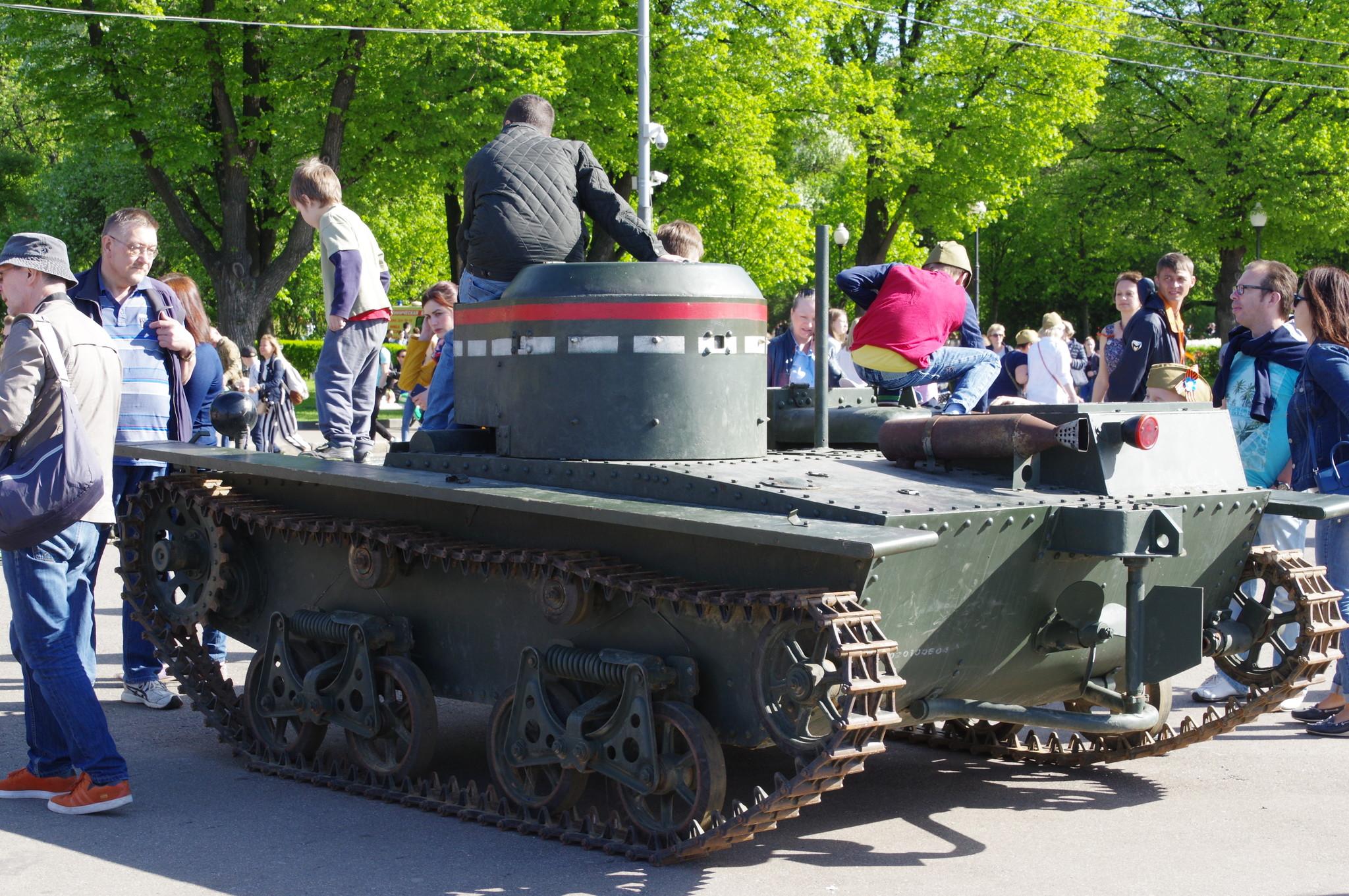 Малый плавающий танк Т-38 в Парке Горького