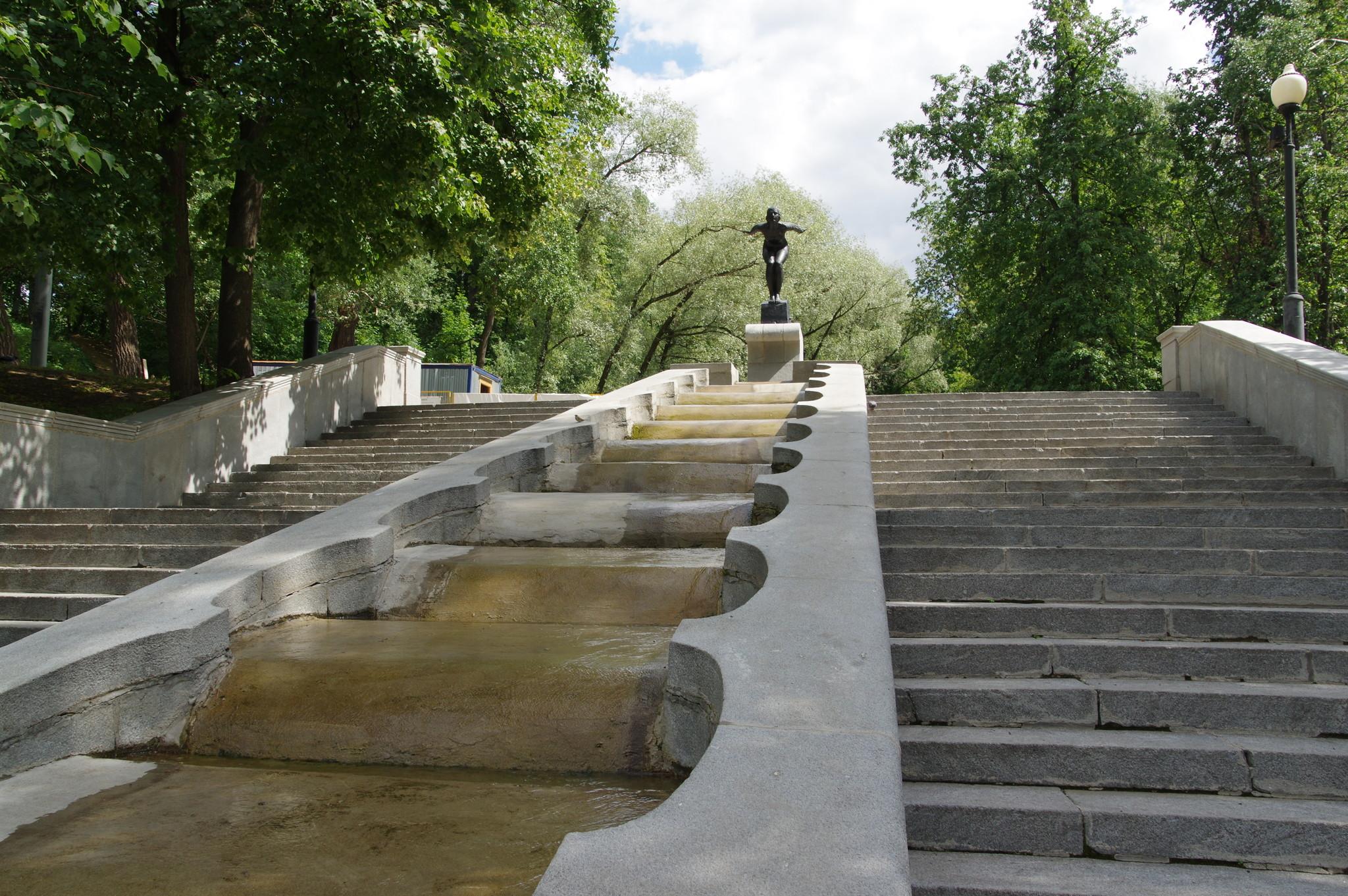 Фонтан-сход «Купальщица» в ЦПКиО им. Горького